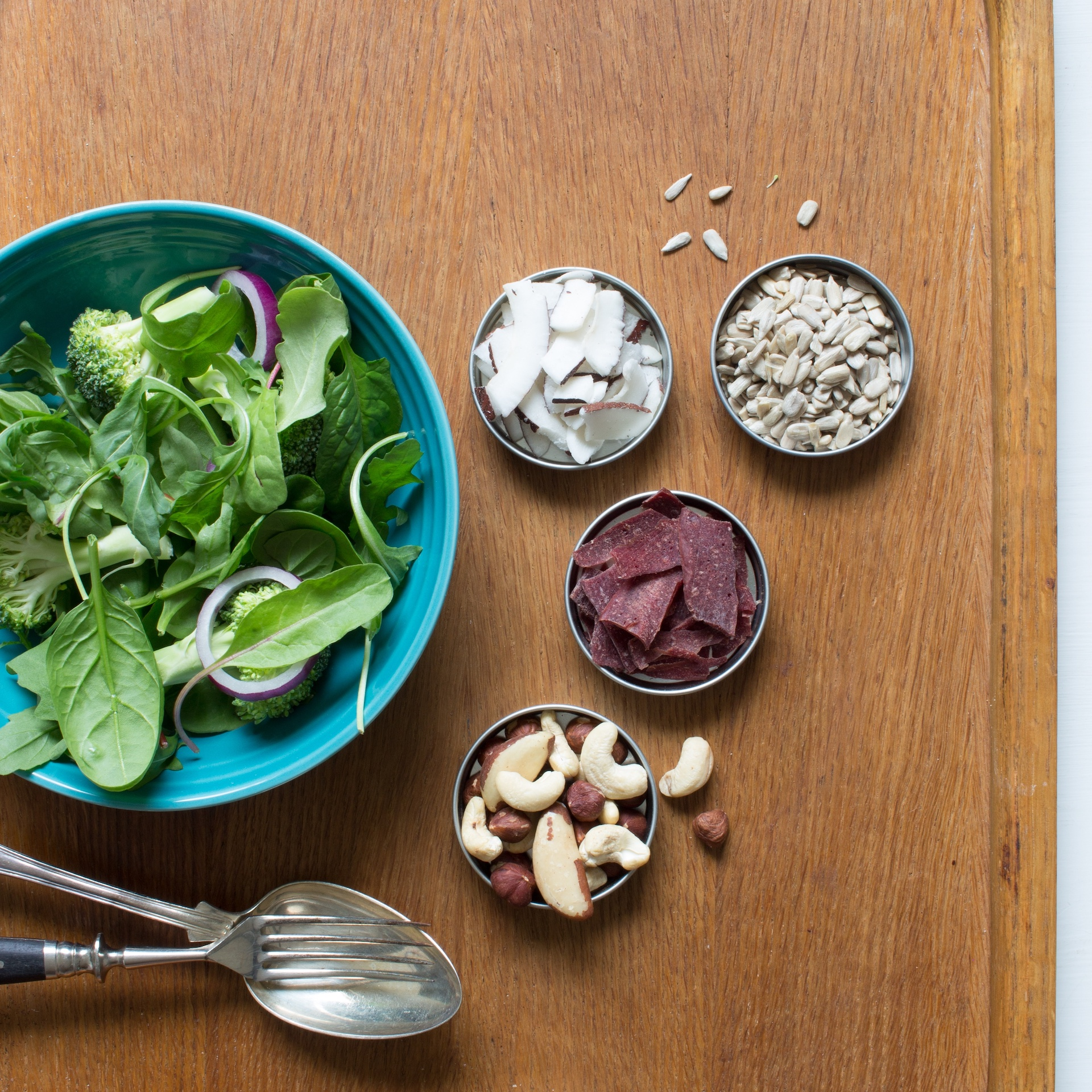 Salladsingredienser, Wild Chips, solrosfrön, cocosflingor och nötter