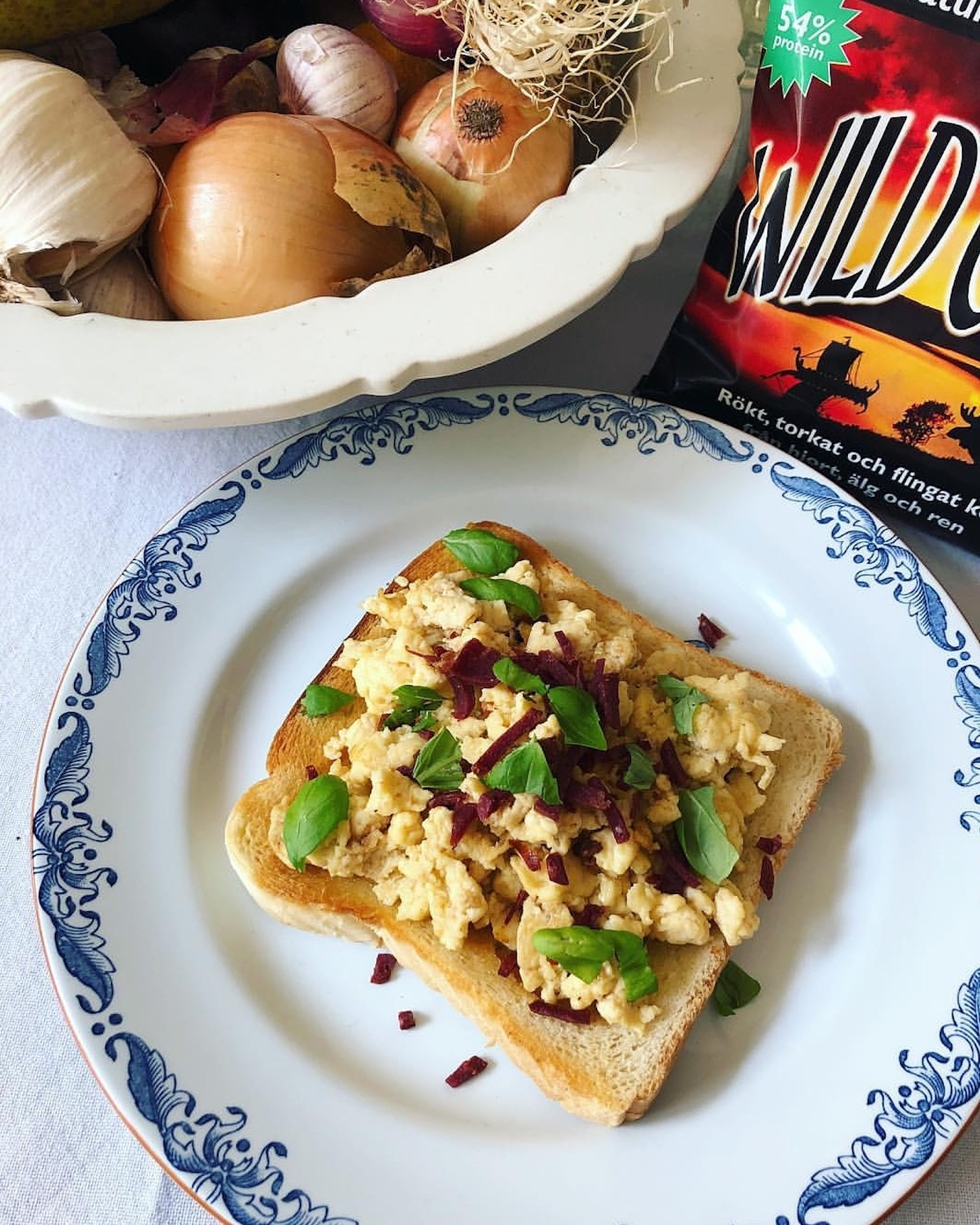 _Powermellanmål_ toast med äggröra o Wild Chips