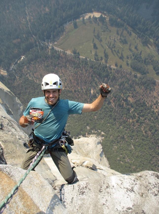 Smidigt mellanmål för Friklättrare Allan Goldbetter, El Capitain i Yosemite National Park